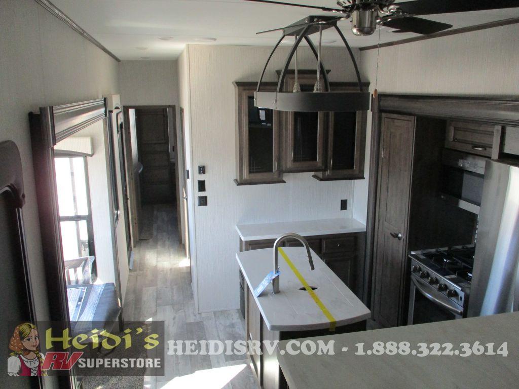 2021 Sierra 379flok (front living, outside kitchen)