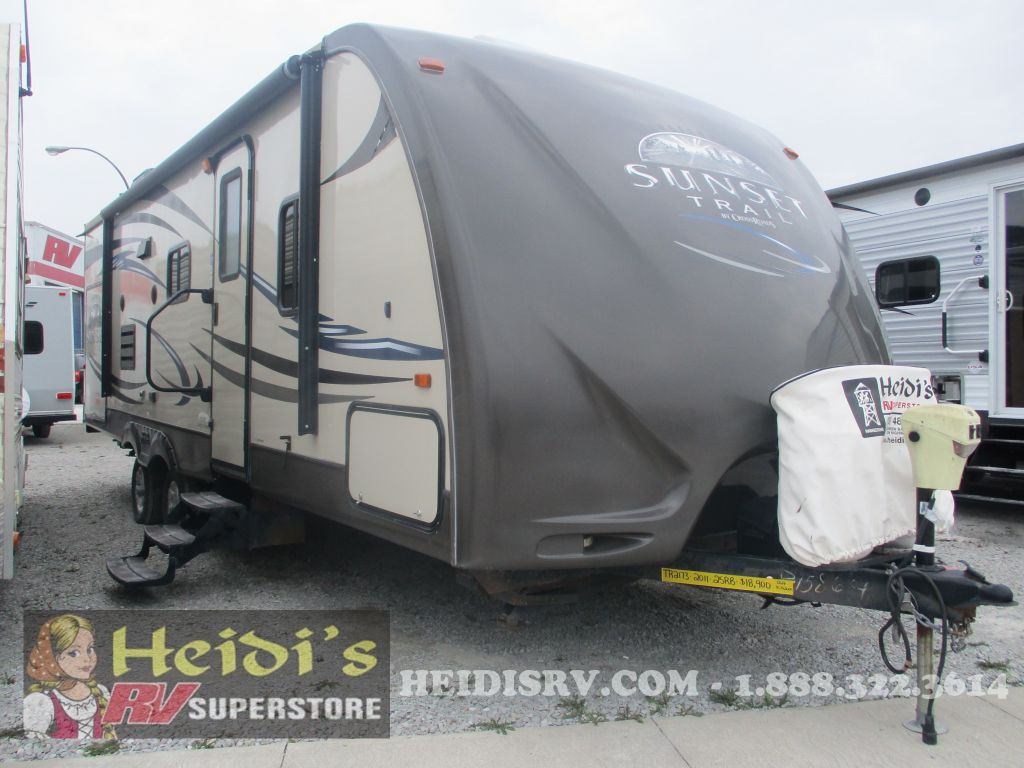 2011 SUNSET TRAIL CROSS ROADS 25RB - OUTSIDE KITCHEN