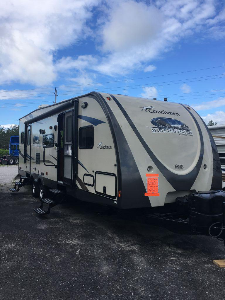 Vehicle Image - 2014 FOREST RIVER Freedom Express Coachmen Maple Leaf Edition 301BLDS