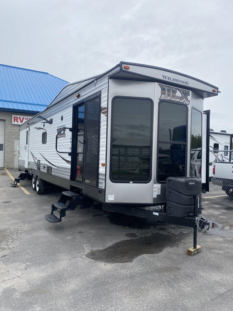 Vehicle Image - 2017 FOREST RIVER Wildwood DLX 353flfb