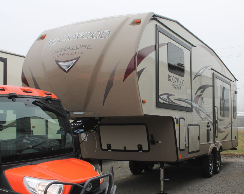 2017 FOREST RIVER ROCKWOOD ULTRA LITE SIGNATURE, 8244BS