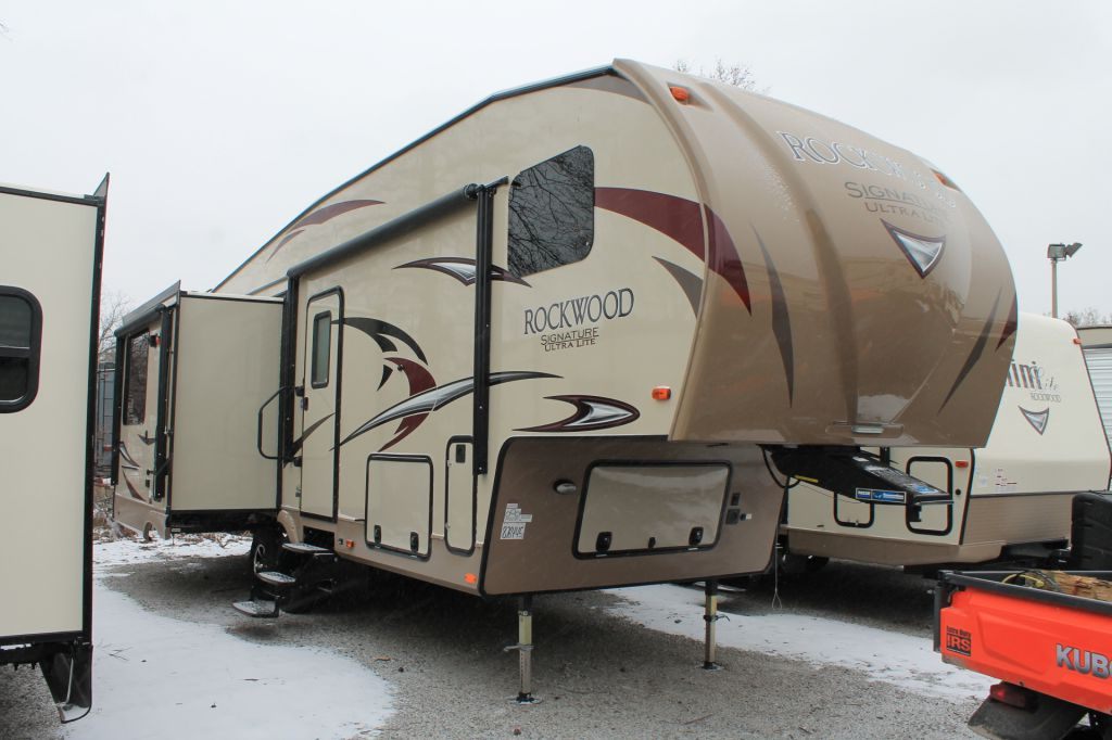 2017 FOREST RIVER ROCKWOOD SIGNATURE ULTRA LITE, 8289WS