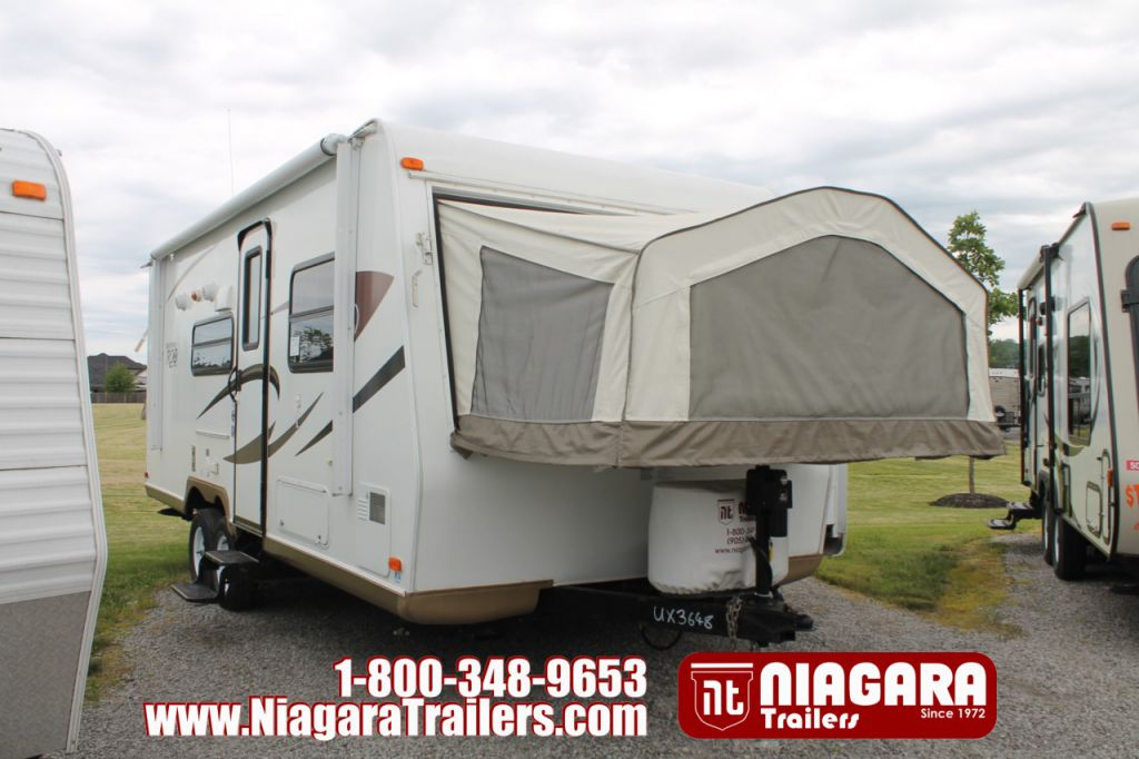2011 FOREST RIVER ROCKWOOD ROO 233S