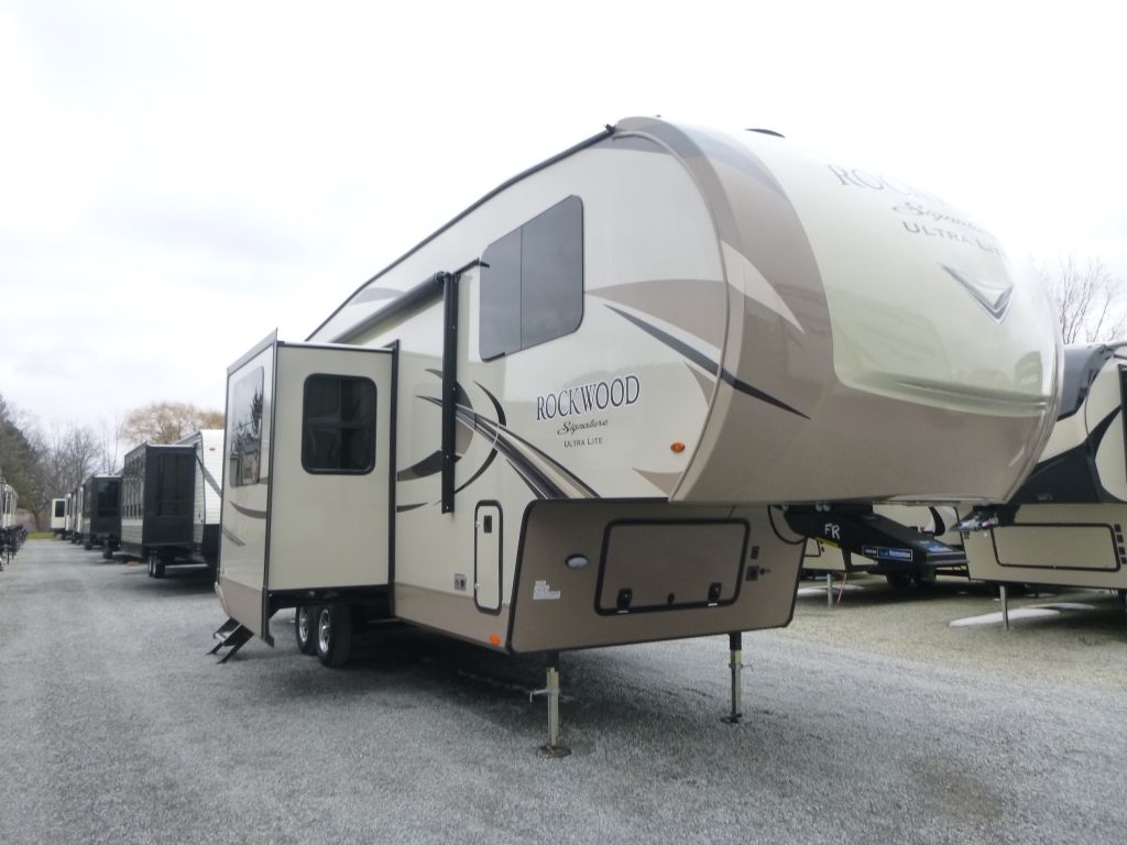 2019 FOREST RIVER ROCKWOOD SIGNATURE ULTRA LITE, 8297S