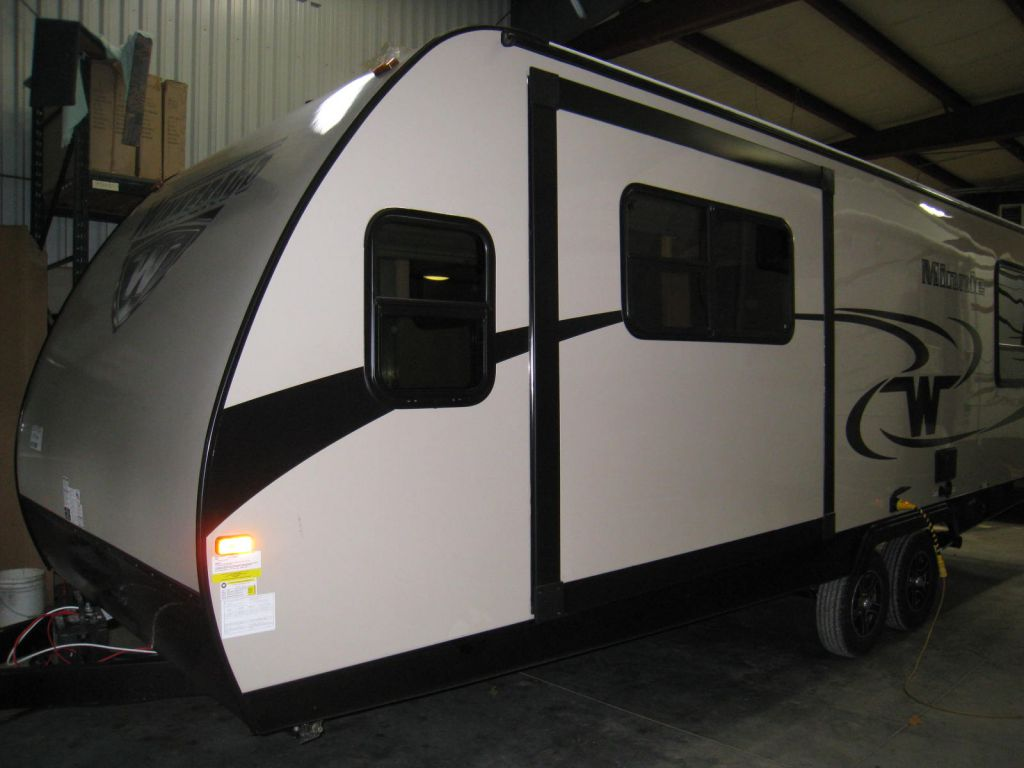 2017 WINNEBAGO MINNIE 2500FL