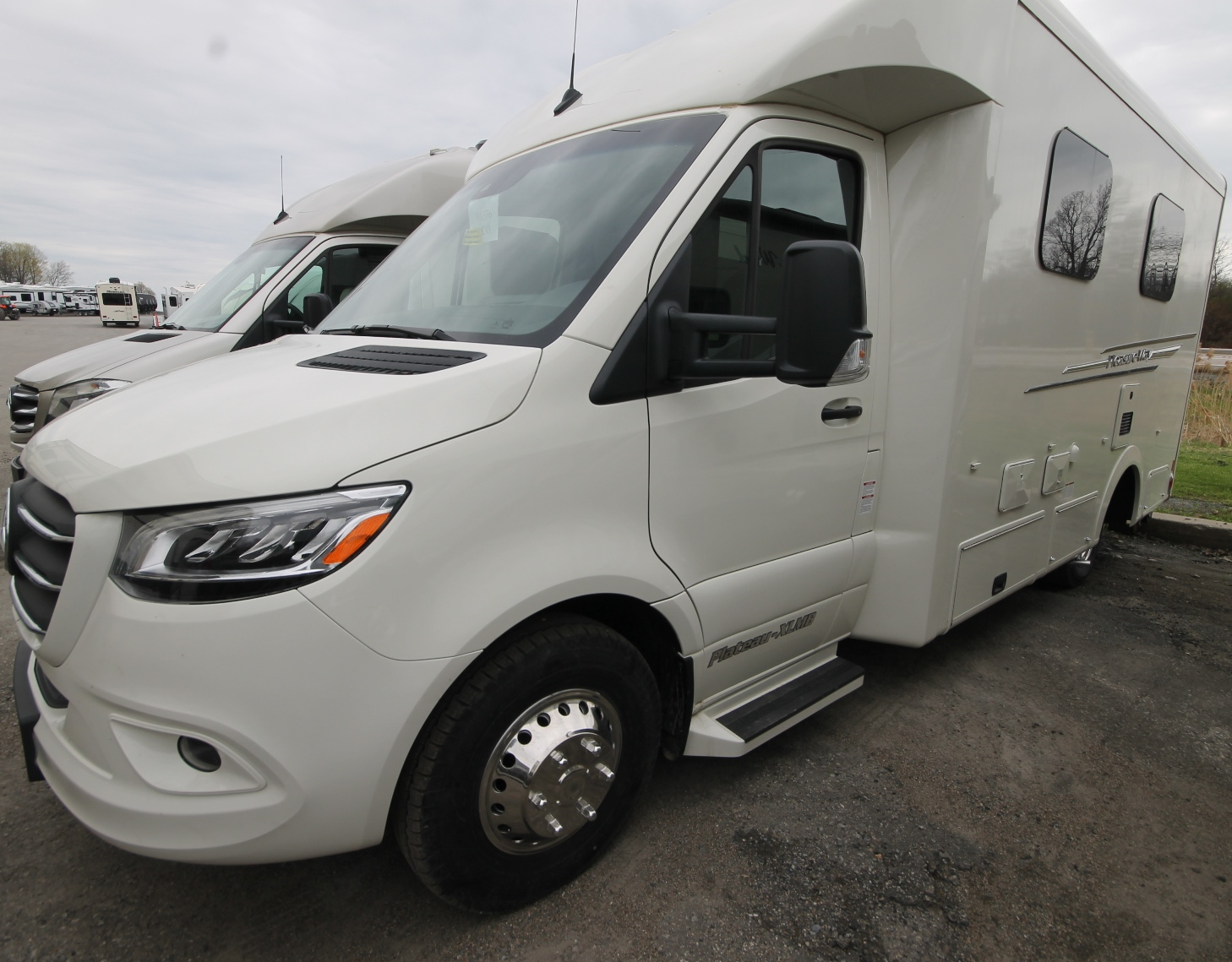New and Used RV Motorhomes for Sale - RVHotline Canada RV Trader