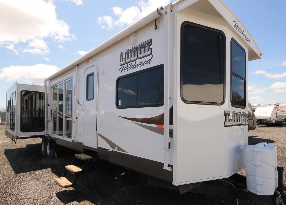2015 FOREST RIVER 393RLT