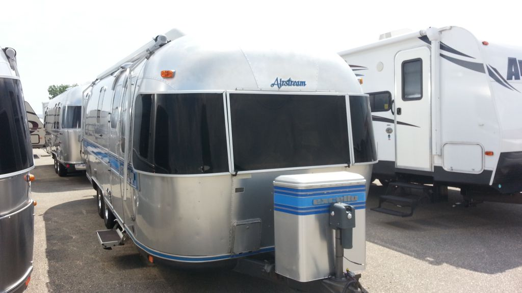 Frontal View of a 1993 AIRSTREAM Excella, 30 Queen