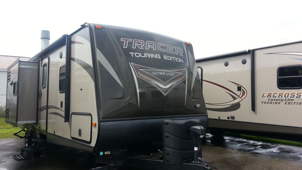 Frontal View of a 2015 PRIMETIME Tracer, 2750