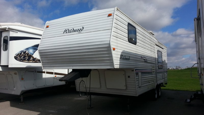 Frontal View of a 2000 FOREST RIVER 24RLS, Wildwood