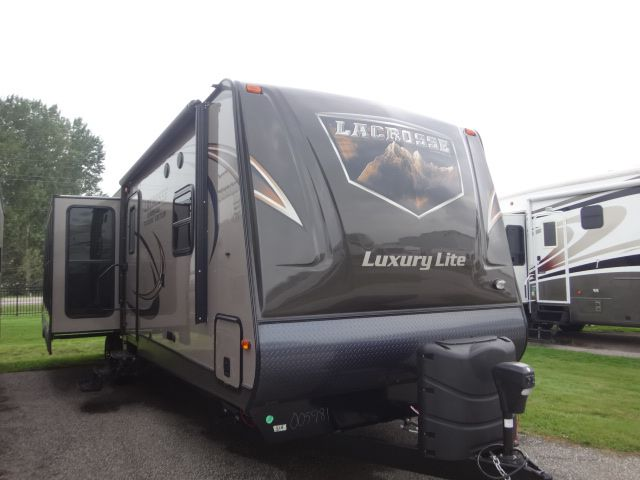 Frontal View of a 2015 PRIMETIME LaCrosse, 324RST