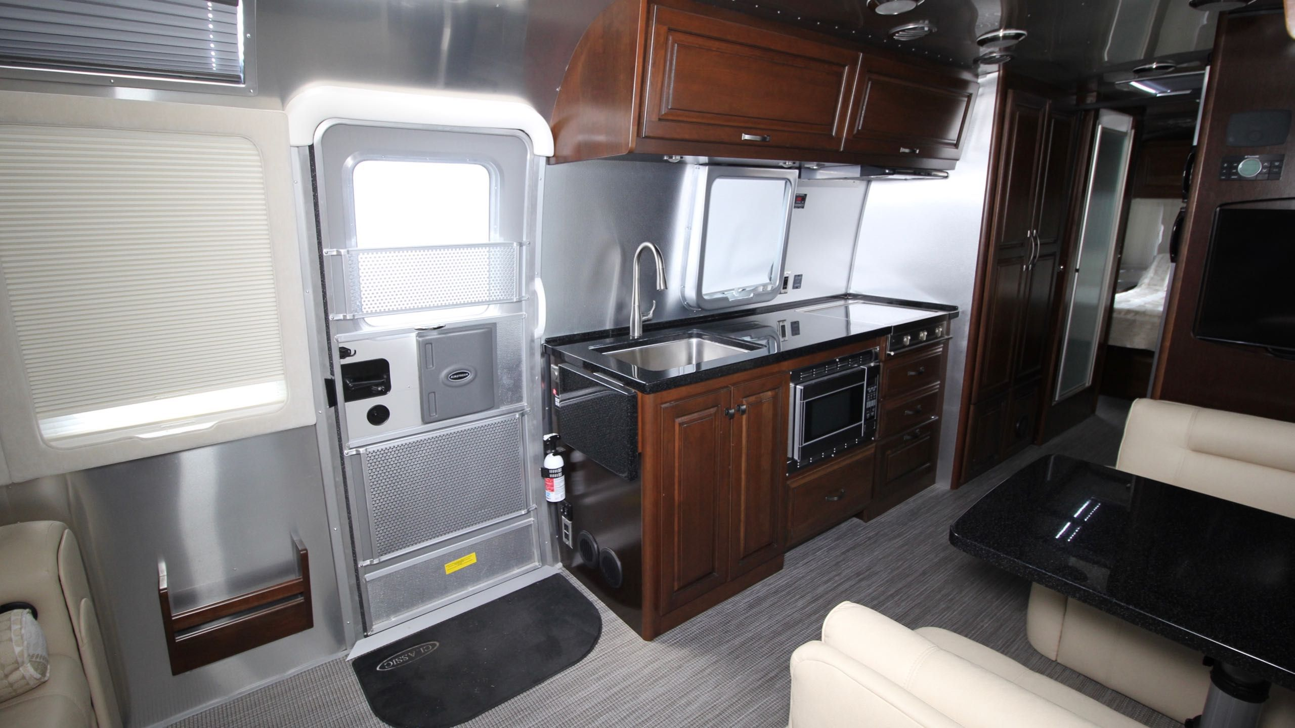 Simple Classic Travel Trailers - Can-Am RV Centre