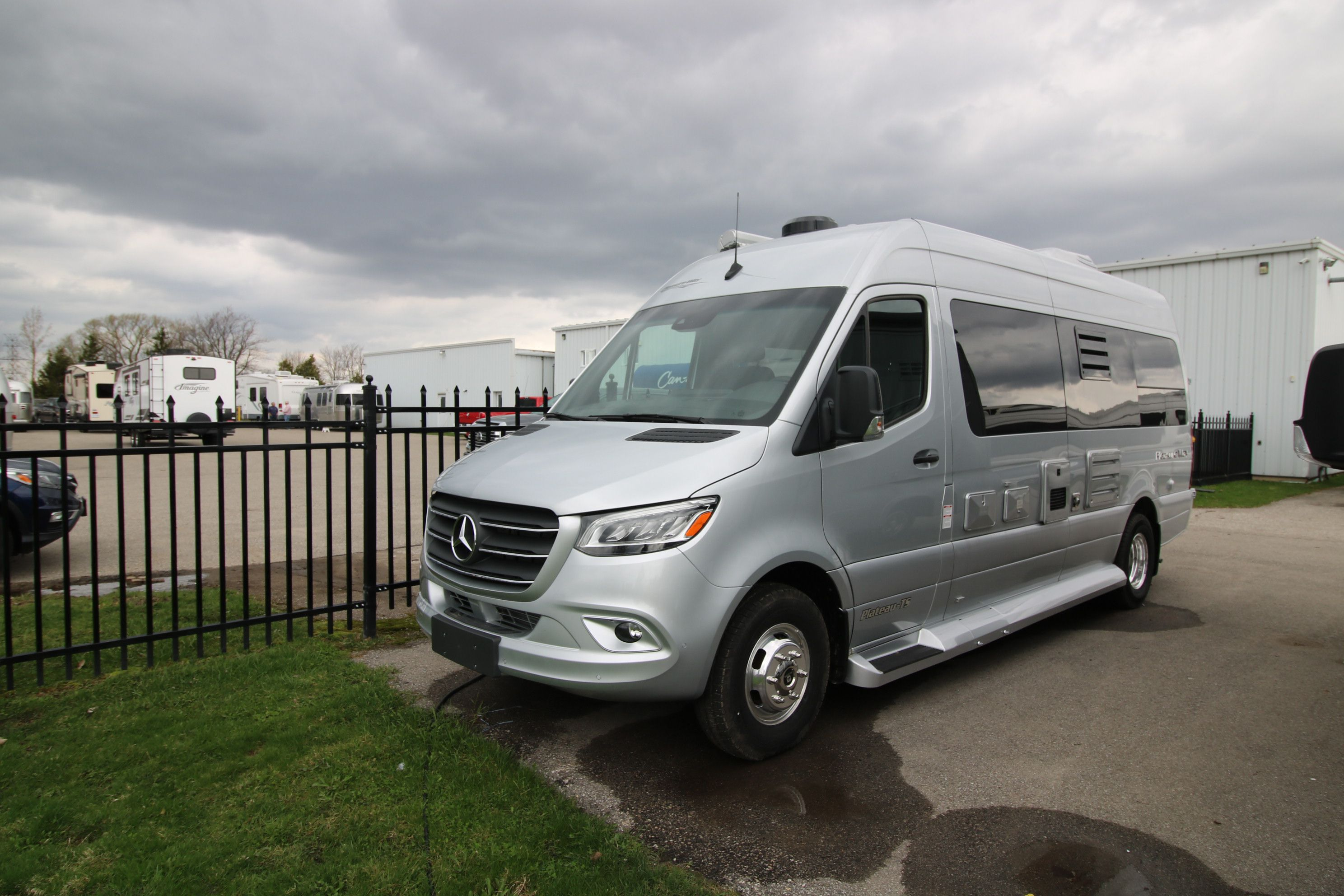 New and Used RV Motorhomes Bs for Sale - RVHotline Canada RV Trader