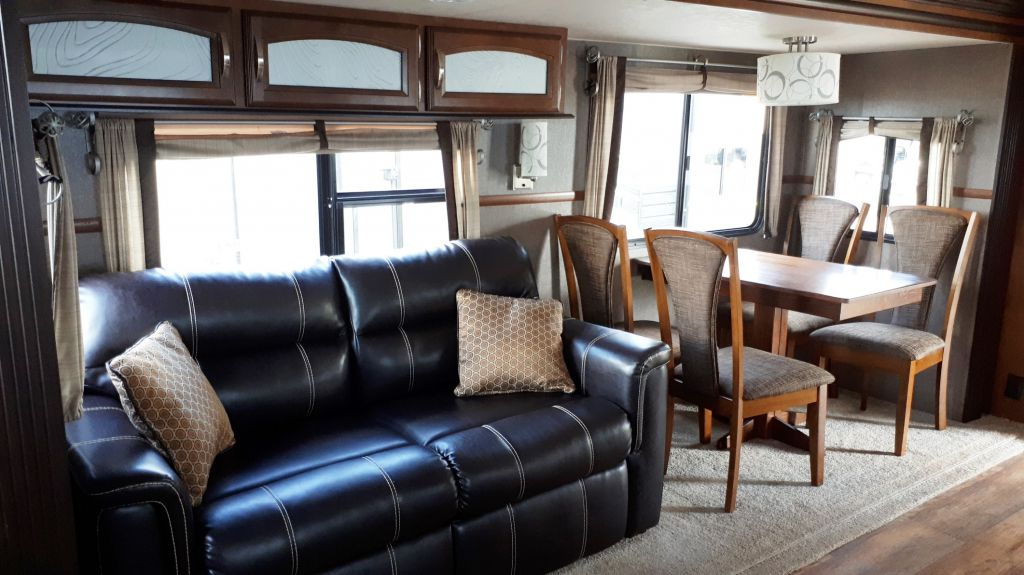 2015 FOREST RIVER Hemisphere 299RE