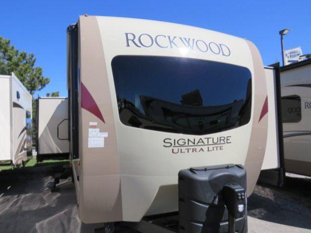 2018 FOREST RIVER ROCKWOOD SIGNATURE ULTRA LITE 8329SS