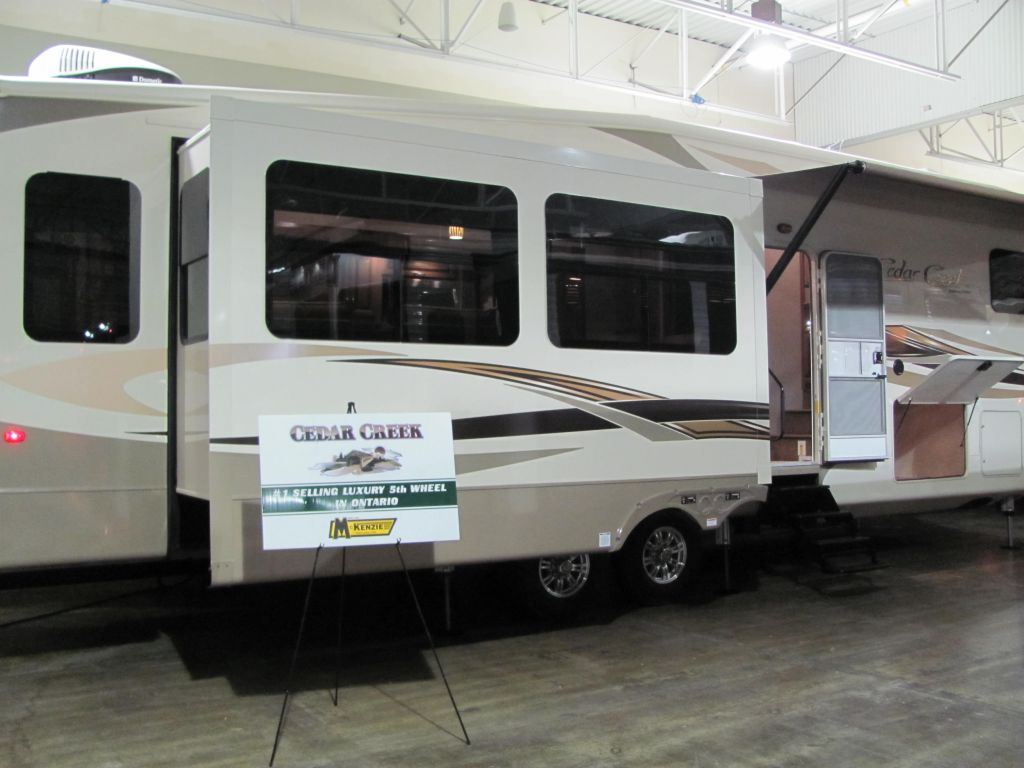 2018 FOREST RIVER CEDAR CREEK HATHAWAY 36CKTS
