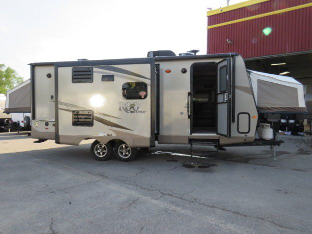 2019 FOREST RIVER ROCKWOOD ROO 23IKSS